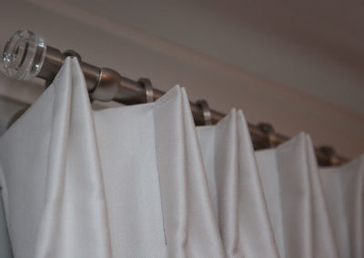 Stationary-simple-pinch-pleat-panel