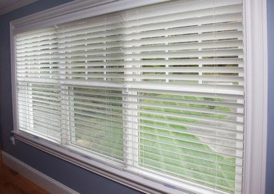 Wood-blinds-on-a-triple-window