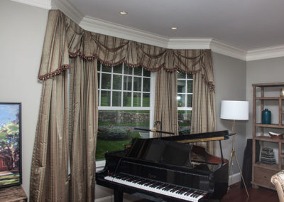Bay-window-treatment