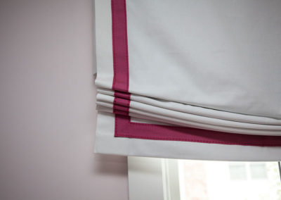 Closeup-of-banding-on-Roman-valance