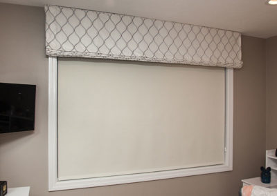 Mock-Roman-Valance-mounted-at-ceiling