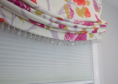 Relaxed-Roman-valance-with-bead-trim